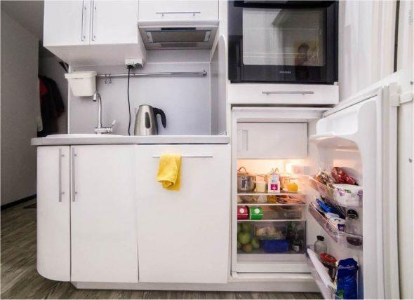 Встроенный холодильник под столешницей