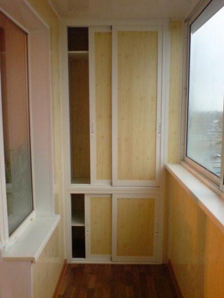 Встроенный шкаф-купе на балконе