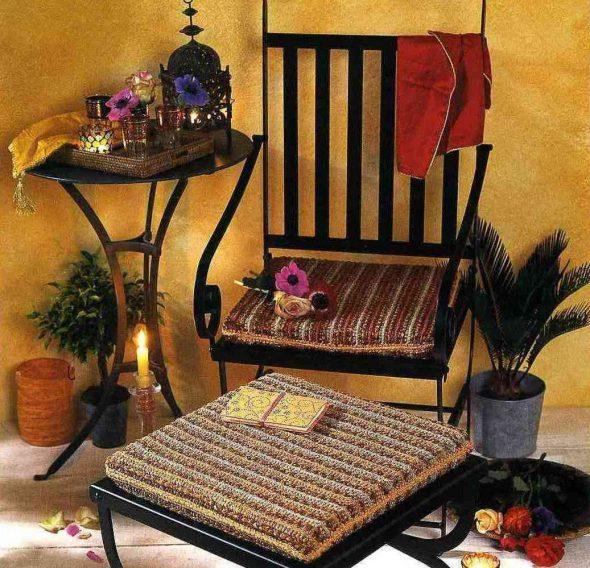 Вязанные подушки для стула
