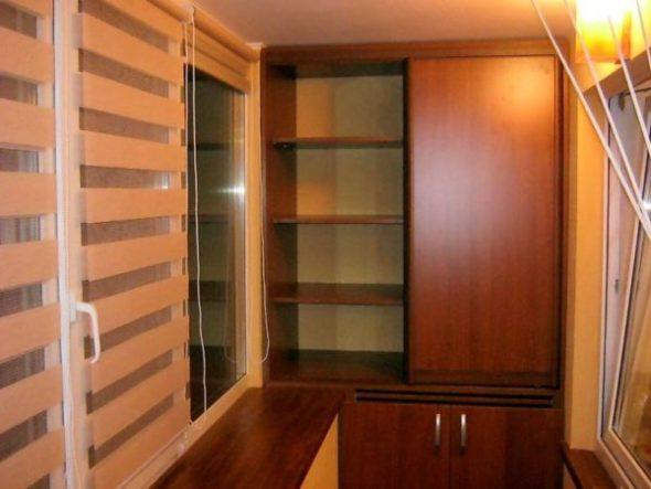 Высокий шкаф на лоджии