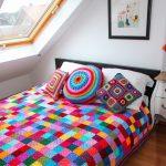 Яркий плед украсит вашу кровать