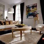 Практичное круговое расположение мебели в гостиной