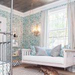 Белая-подвесная кровать-диван в спальне