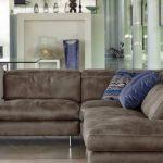 Большой угловой диван с подушками