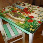 Декупаж стола из разных фрагментов