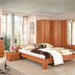 Деревянный спальный гарнитур с угловым шкафом