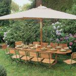 Деревянный стол с навесом для дачного участка