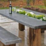 Для дачи отличный вариант — при заливке бетона оставить желоб куда можно посадить цветы