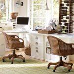 Два деревянных стола с плетенными креслами в детскую