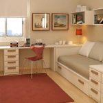 Комната подростков с двумя рабочими местами
