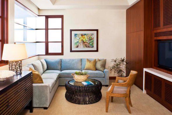 Красивый бархатный диван