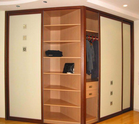 Практичный угловой шкаф