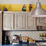 Кухня в стиле прованс, окрашенная по методике состаривания