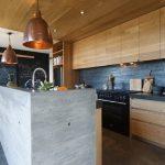 Кухонный остров с бетонным оформлением