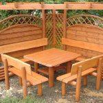 Квадратный стол со скамейками