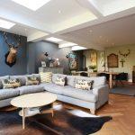 Мягкий диван для гостиной, совмещенной со столовой