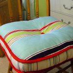 Необычная подушка на табурет