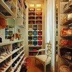 Необычное наполнение для гардеробной комнаты