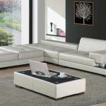 Необычный белый диван для загородного дома