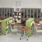 Офисная мебель со стеллажами и передвижными столами
