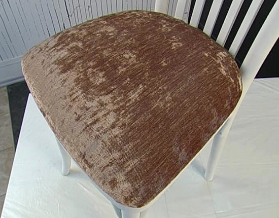 Окрашенный мягкий стул