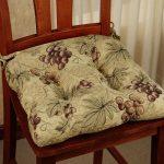 Подушка с гроздями винограда на кухонный стул