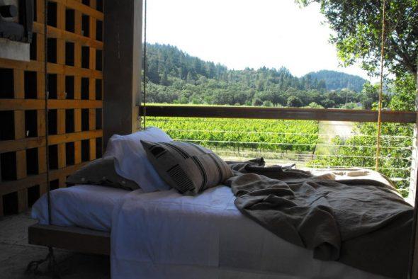 Подвесные кровати на даче