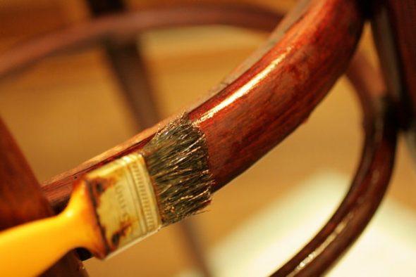 Покрытие стула лаком