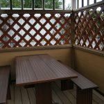 Прямоугольный стол и 2 лавки в беседке
