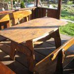 Самодельный стол из дерева для дачи