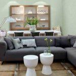 Серый диван для кухни-гостиной