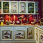 Шикарная светлая кухня в технике декупаж своими руками