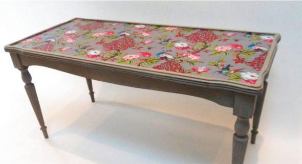 Шикарный стол с резными ножками