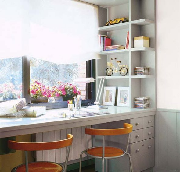 Удобный стол с ящичками