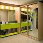 Угловой шкаф-купе с большими зеркалами