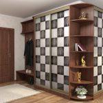 Угловой шкаф с шахматным рисунком