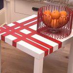 Украшение стола с помощью пленки и скотча