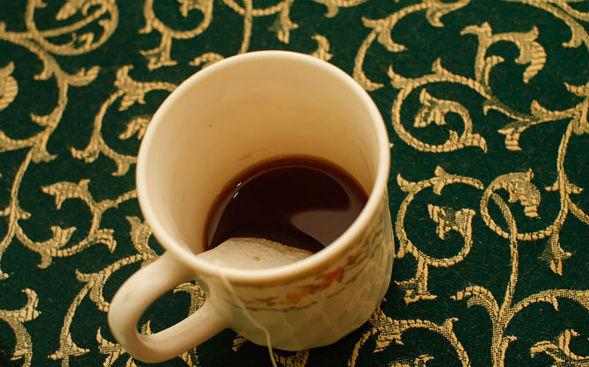 Заварить пакетик чая