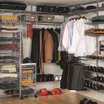 В гардеробной благодаря ее отличной вместительности можно хранить не только одежду