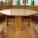 Восьмиугольный стол для деревянной беседки