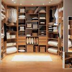 Все предметы одежда – прямо перед глазами в одной гардеробной
