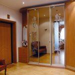 Зеркальные двери для углового шкафа