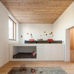 Кровать-подиум - хорошее решение для детской, где живет несколько детей