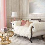 Белая меховая накидка на диван