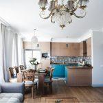 Деревянный стол для кухни-гостиной