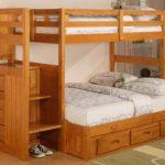 Двухъярусная кровать из массива дерева