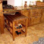 Красивая кухня из дерева в деревенском стиле
