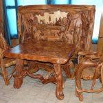 Красивая мебель из дерева: стол и стулья