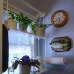 Креативная полочка на кухонном окне