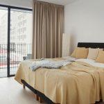 Кровать в стиле минимализм имеет лаконичную форму